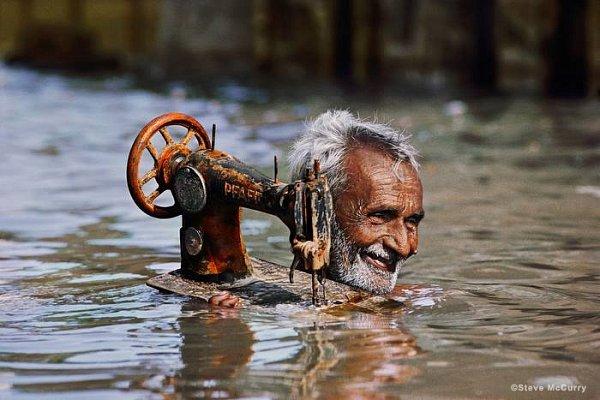 Krejčí během monzunu