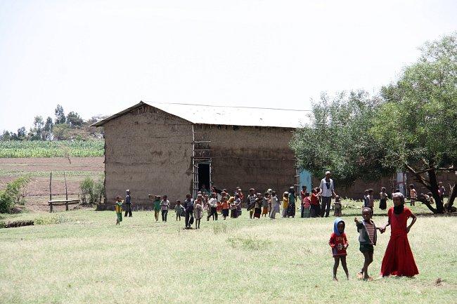 Stará školní budova, která dnes slouží pouze pro nejmladší žáky z předškolky.