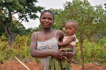 Přestože Angola patří vedle Nigérie a Alžírska knejvětším africkým vývozcům ropy, žije tu pod hranicí chudoby až polovina populace. Hůře jsou na tom ženy.