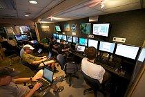 Podvodní trénink v NASA. Fotografie z 19. června 2012 ukazuje technické zaměstnance.