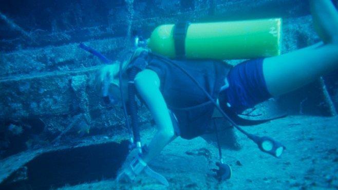 Starověký náklad amfor a mramoru objevili archeologové ve dvou potopených lodích