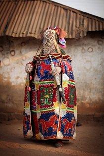 Voodoo slučuje mnoho náboženských proudů. Mimo jiné i z Afriky, Karibiku, římského katolicismu, ze svobodného zednářství a z mnoha dalších vlivů...