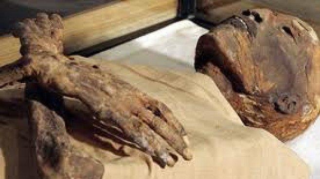 Nekropole Kubbit al-Hava vydala další mumie