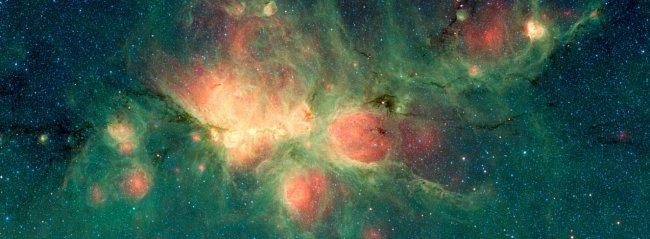 Mlhovina Kočičí tlapka (na snímku ze Spitzerova vesmírného dalekohledu) je oblast formujících se hvězd, která leží vně Mléčné dráhy. Nové hvězdy zahřívají okolní plyny, které se mohou rozpínat tak, že vytvářejí bubliny.
