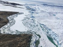 """""""Všechny lokality, na kterých jsme pracovali,"""" upřesňuje doc. Elster, """"jsou takové odledněné jazyky, vybíhající zpod antarktického ledového štítu."""""""