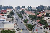 I když Kuito bylo ještě nedávno vtroskách, dnes je pýchou provincie Bié. Na rozdíl od vesnic, ve městech je většina silnic asfaltová. Dá se tu koupit portugalské zboží i třeba hamburgery.