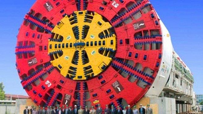 OBRAZEM: Stroje, které razí tunely, jsou větší než pětipatrový dům