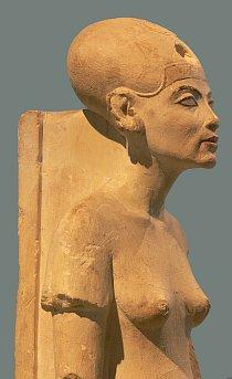 Tuto sochu Nefertiti uvidíte v berlínském muzeu.