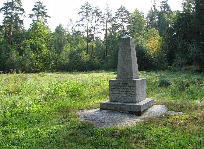 Dalším místem setkání je jeden z hlavních nivelačních bodů republiky, Mekku všech českých geometrů a geodetů.