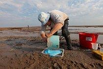 Jiným způsobem, jak se o Doggerlanďanech dozvědět více, je provádět vykopávky v nedalekých, přibližně stejně starých lokalitách, v nichž je jen mělká voda nebo které se při odlivu obnažují.