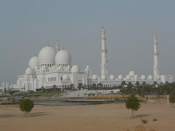 Mešitu šejcha Zájeda stavěli dvanáct let.
