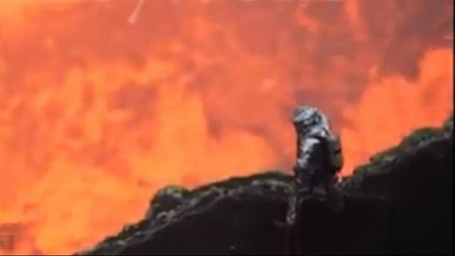 Nejlepší VIDEO sopky všech dob: 30 metrů od žhnoucího kráteru