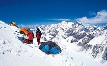 V roce 1994 jsme se sice dostali nejvejš kvůli špatnýmu počasí do 7 300 metrů, ale i tak to byla pro mě obrovská škola. Zažil jsem první setkání s takovou vejškou, sáhl si na Everest, prožil expedič