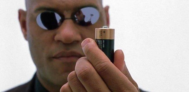 Člověk se může stát baterií i jinak, než jako nedobrovolný monočlánek v Matrixu