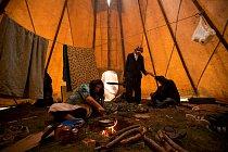 Mírová smlouva uzavřená roku 1868 ve Fort Laramie zaručila Siouxům vlastnictví místních kopců, když tam však bylo v roce 1874 objeveno zlato, začali se v horách hemžit zlatokopové a vláda brzy celé úz