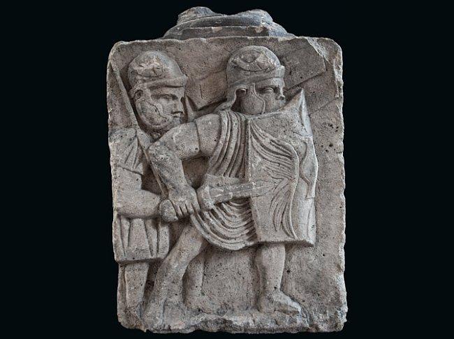 Římští vojáci šli do bitvy vyzbrojení štítem a kopím, které vrhali na krátkou vzdálenost.