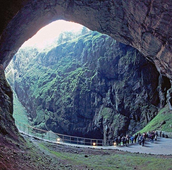 SPECIÁL: Tajemství českých jeskyní