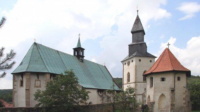 Kostel se střílnami a podzemními únikovými chodbami najdete v Kurdějově