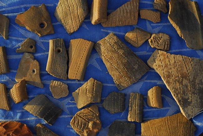 Keramické nálezy, pohoří Sabaloka, výzkumy ČEgÚ.