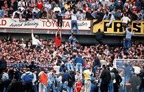 15.4.1989 Ušlapáno 96 lidí na fotbalovém stadionu Hillsborough v Anglii
