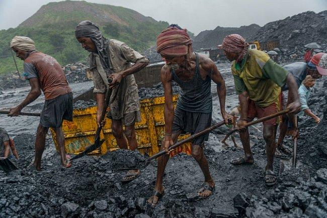 """""""Dobývání"""" uhlí po indicku"""