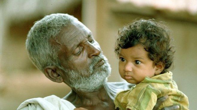 Čím starší otec, tím víc mutací předá dětem, překvapilo vědce