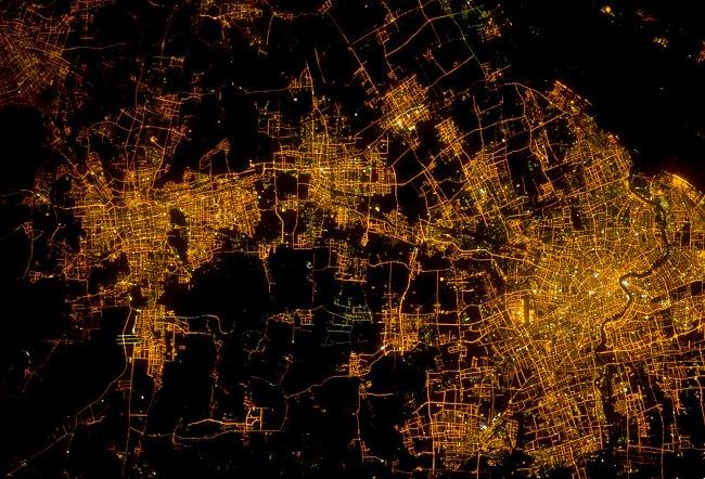 V Šanghaji žije více než 24 milionů obyvatel. Před 1000 lety to byla malá zamědělská komunita...