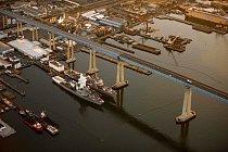 """Nádherný Coronado Bridge v San Diegu má svoje smutné """"nej"""" - patří mezi mosty, kde se nejčastěji páchají sebevraždy."""