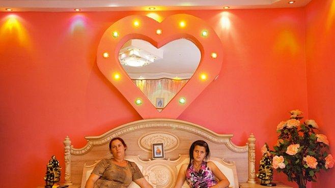 Exkluzivně pro NG: Domovy romských králů. Honosné paláce místo krytých vozů