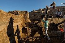 Archeologové zkoumají 9000 let zvratů a otřesů na nalezišti Oylum Höyük vjihovýchodním Turecku. Kdysi to byla oblast úrodných zemědělských hospodářství a důležitých obchodních cest.