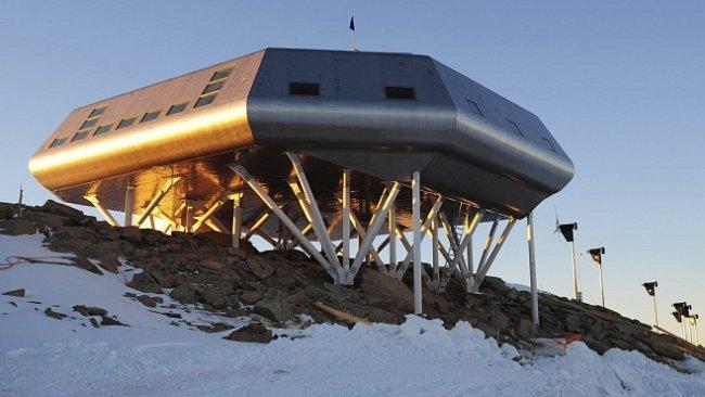 INFOGRAFIKA: Sonda do nitra Antarktidy se zavrtá do hloubky 3 kilometrů