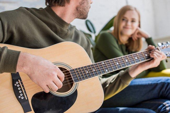 Navzdory odlišnosti kultur se ukazuje, že při skládání hudby čerpáme ze stejných reakcí naší psychiky na zvuk.