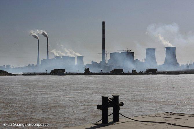Využívání fosilních zdrojů může vyvolat výrazné oteplení zemského povrchu.