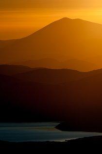 Západ slunce z bezejmenného vrcholku v pohoří Isunngua.