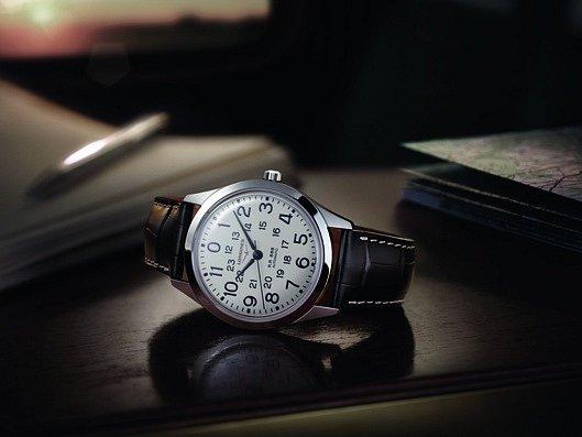 Nový model hodinek The Longines RailRoad je inspirovaný modelem hodinek z 60.let 20. století, který nosili železničáři a který plně splňoval nezbytné požadavky na estetické působení, kvalitu a přesnost.