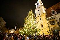Rozsvícení vánočního stromu na Hlavním náměstí v Bratislavě.