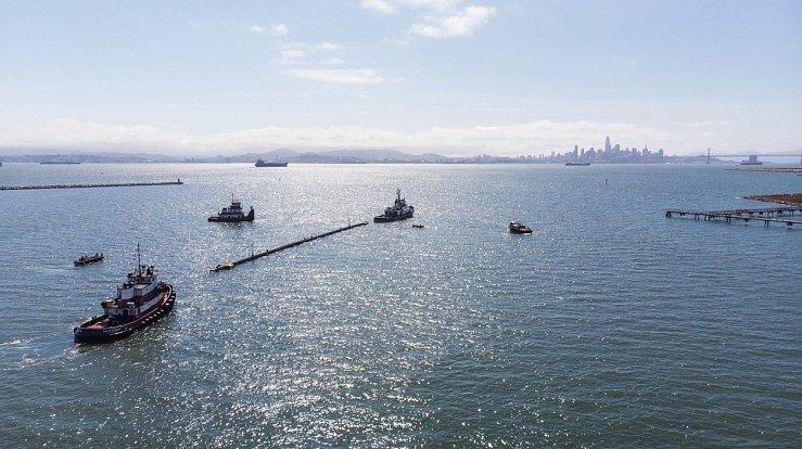 Kotvená norná stěna začala čistit oceány od plastu.
