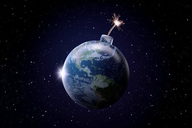Svět někdy připomíná sud s prachem...