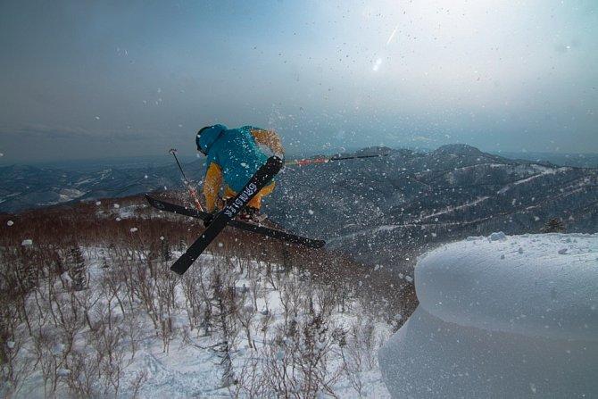 Fakt, že na nejsevernějším japonském ostrově Hokaido napadne za rok až 15 metrů sněhu, z něj dělá opravdový lyžařský ráj.