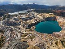Pohled z ptačí perspektivy zabírá pouze zlomek rozlehlého komplexu dolu Faro, kdysi největšího světového povrchového dolu na těžbu zinku a olova. Dnes se tu provádí drahá sanace na náklady daňových po