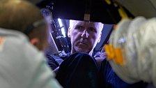 Cameron je prvním člověkem, jemuž se zdařil individuální ponor v jednomístném prostředku, a zároveň první osobou, která dosáhla naprostého dna Země v ručně řízeném batyskafu.