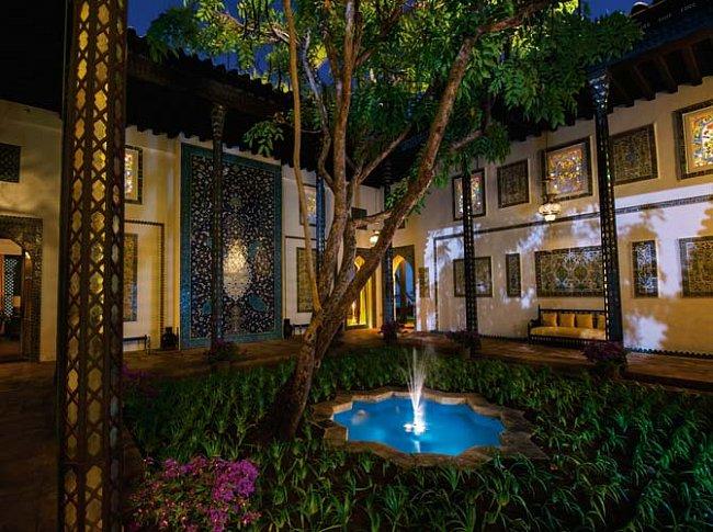 Islámská zahrada je jak známo palácem bez střechy. Bohatá dědička Doris Dukeová, kterou okouzlilo a inspirovalo islámské umění, vybudovala své vlastní Šangri-la, usedlost v Honolulu.