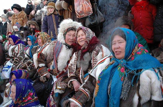 Něnci, původní obyvatelé Sibiře, kdysi bývali kočovní chovatelé sobů, ale dnes se spíše věnují rybolovu.