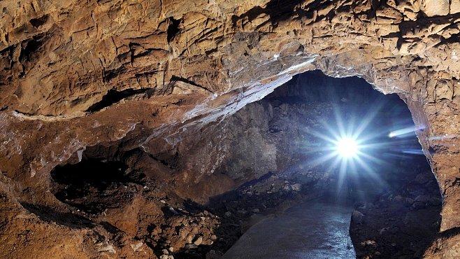 Jeskyně Výpustek: Žili v ní jeskynní lvi a medvědi a Němci tam vybudovali podzemní továrnu