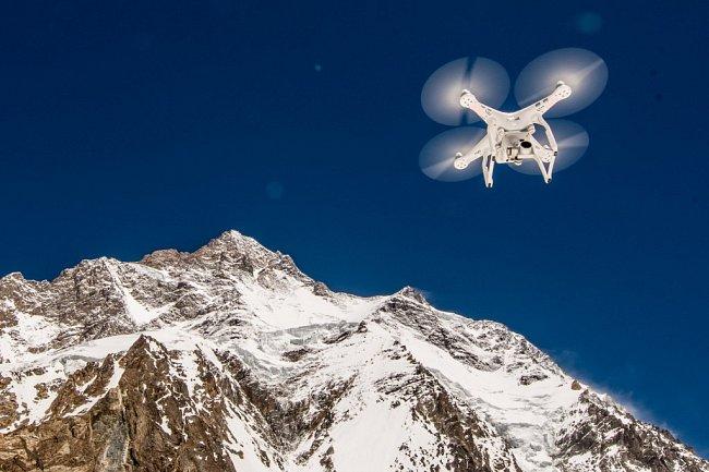 Petr Jan Juračka představí svá nejúspěšnější videa natáčená dronem doma i ve světě.