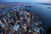 Mrakodrap One World Trade Center (dříve Freedom Tower) překonal na konci dubna výšku nejznámější newyorské dominanty Empire State Building (380 metrů)