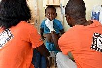Proti podvýživě, která dokáže nevratně poškodit dětský mozek, tu bojuje i nezisková organizace Člověk vtísni. VAngole působí desátým rokem.
