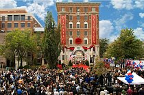 V říjnu 2009 oslavovalo postavení nového kostela ve Washingtonu, D.C., tisíce lidí.