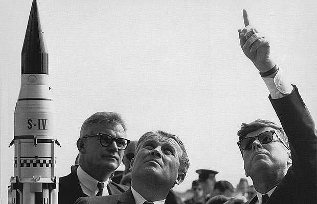 Kennedey jako první prezident vyhlásil program letu na Měsíc.