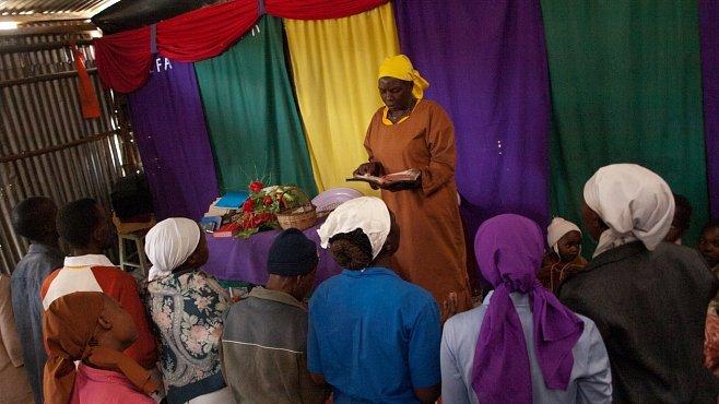 OBRAZEM: Za Ježíšem do plechové boudy. S pastorkou, hudbou a transem na závěr